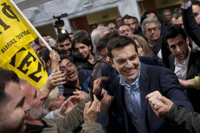 Alexis Tsipras, le leader de la formation d'extrême... (PHOTO ALEXANDROS AVRAMIDIS, REUTERS)