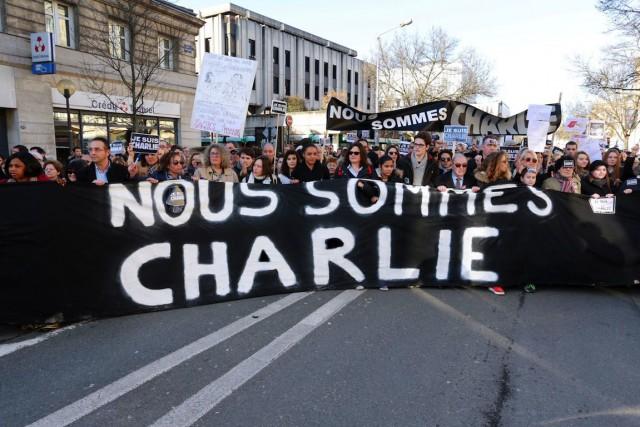 Tous les bénéficesdu collectifNous sommes Charlie seront reversés... (PHOTO AFP, NICOLAS TUCAT)