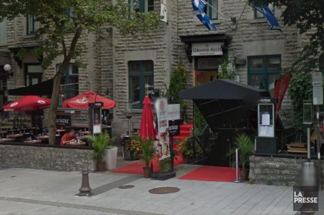 Le Feu Sacré Bistro Grillse trouve au rez-de-chaussée... (Google Street View)
