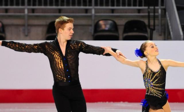 Mathieu Ostiguy, de Saint-Césaire, et sa partenaire Justine... (photo Skate Canada)