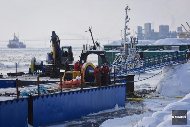 Les travaux de renflouage du navire Chaulk Determination,... (Photo: François Gervais, Le Nouvelliste)