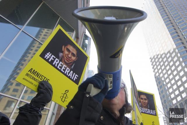 Le comédien Vincent Graton, Estrien d'adoption, faisait partie des manifestants... (Photo La Presse)