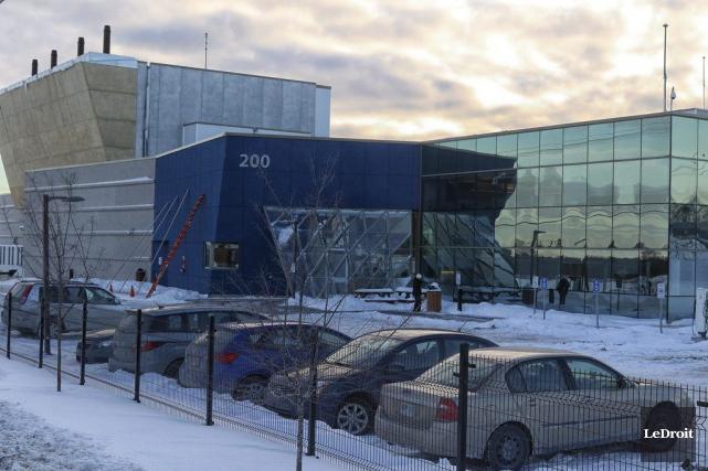 L'immense édifice construit par Bell, en 2011, dans... (Patrick Woodbury, LeDroit)
