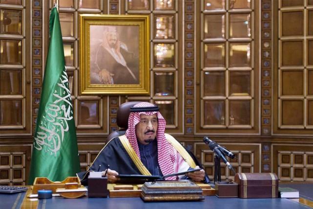 Le roi Salmane fait partie du clan des... (PHOTO AP/AGENCE DE PRESSE SAOUDIENNE)