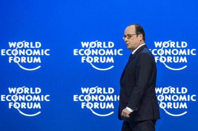 Le président français François Hollande a appelé vendredi... (PHOTO FABRICE COFFRINI, AFP)