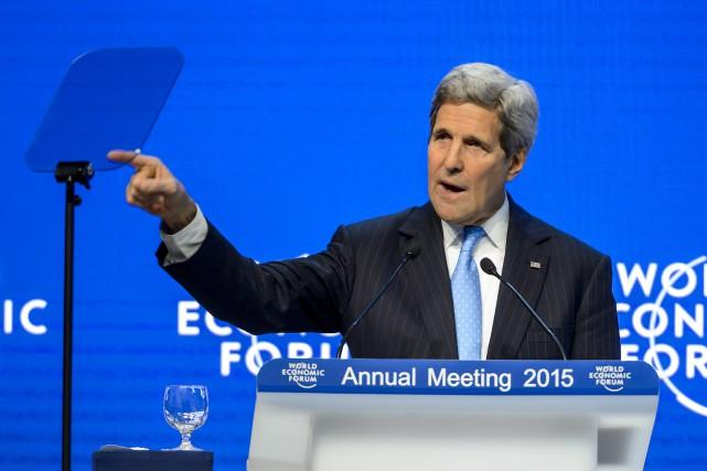 À la tribune de Davos, M. Kerry a... (PHOTO FABRICE COFFRINI, AFP)