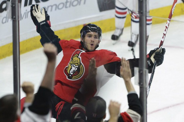 Mike Hoffman célèbre un but marqué contre les... (Sean Kilpatrick, Archives La Presse Canadienne)