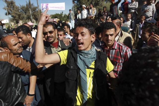 À Sanaa, les manifestants ont défilé vers la... (PHOTO MOHAMMED HUWAIS, AFP)