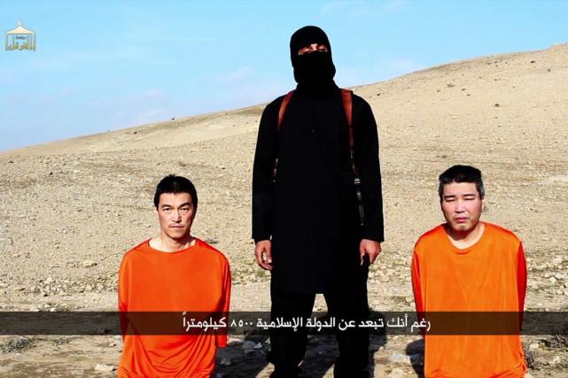 Les otagesKenji Goto (à droite) et Haruna Yukawa.... (IMAGE AFP/TIRÉE D'UNE VIDÉO)