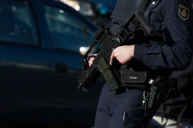 La police a mené à l'aube des perquisitions... (PHOTO SERGIO PEREZ, ARCHIVES REUTERS)