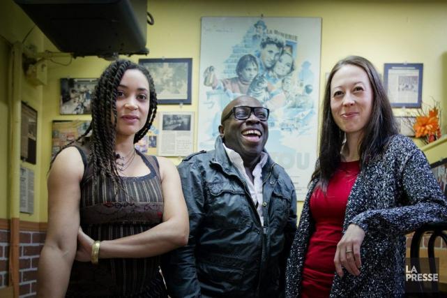 Les comédiens Didier Lucien, Cynthia Wu-Maheux (en rouge)... (PHOTO MARCO CAMPANOZZI, LA PRESSE)