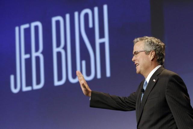 Jeb Bush a épousé une Mexicaine et parle... (PHOTO JEFF CHIU, AP)