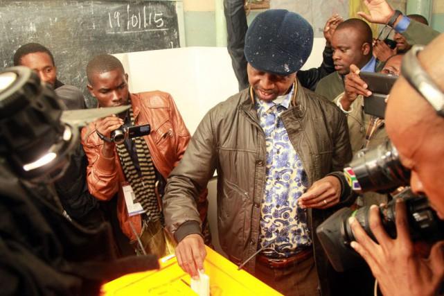 Edgar Lungu, candidat du Front patriotique (PF), est... (PHOTO SALIM DAWOOD, AFP)