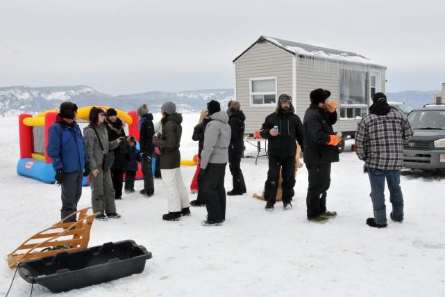 Huit familles amies ont installé leurs cabanes les... ((Photo Michel Tremblay))