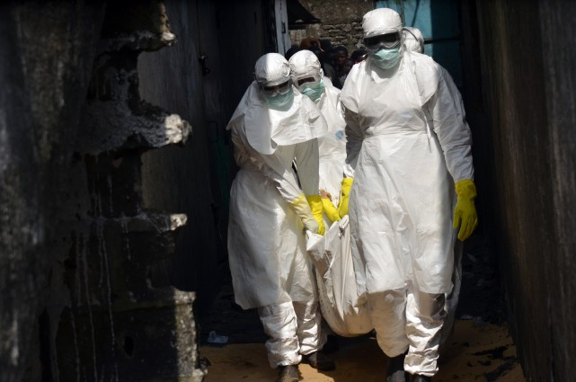 L'Organisation mondiale de la santé (OMS) a reconnu dimanche avoir été lente à... (PHOTO ZOOM DOSSO, ARCHIVES AFP)