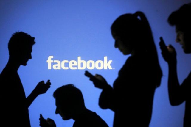 Facebook n'autorise plus la présence de groupes qui... (PHOTO DADO RUVIC, ARCHIVES REUTERS)
