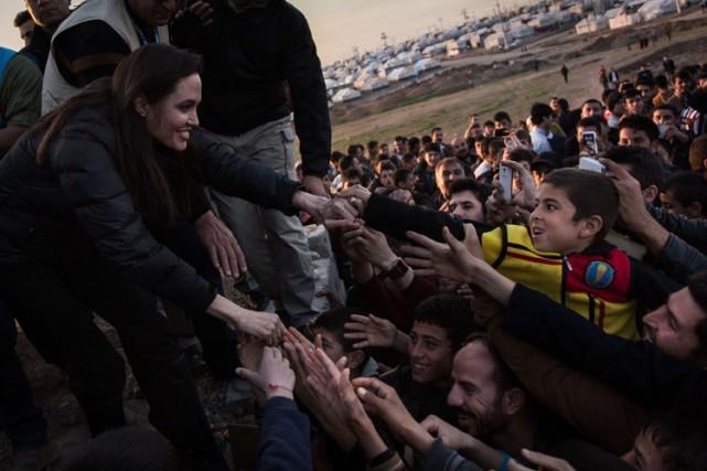 Angelina Jolie a visité dimanchele camp de déplacés... (Photo: AFP)