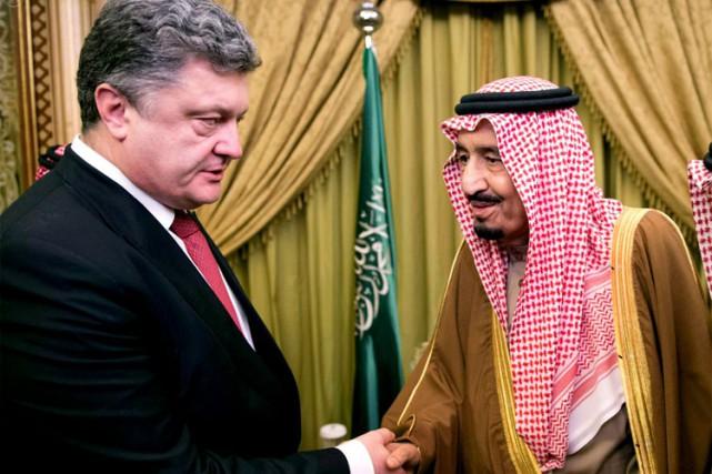 Le président ukrainien Petro Porochenko a rencontré samedi... (Photo: AP)