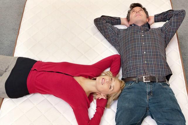 Si vous dormez en couple, il est important... (Shutterstock, bikeriderlondon)
