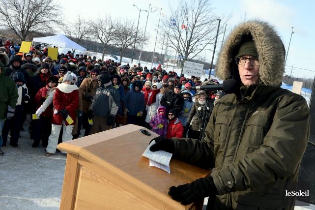 Près de 2000 citoyens de Saint-Augustin-de-Desmaures se sont... (Le Soleil, Erick Labbé)