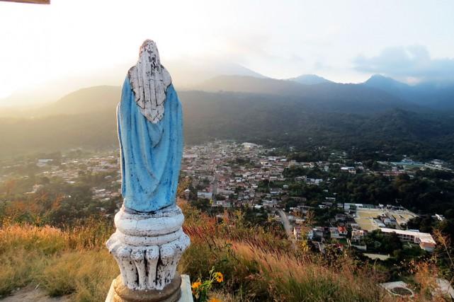 Statue de la Sainte Vierge, tout enhaut d'un... (Collaboration spéciale Patricia Cloutier)