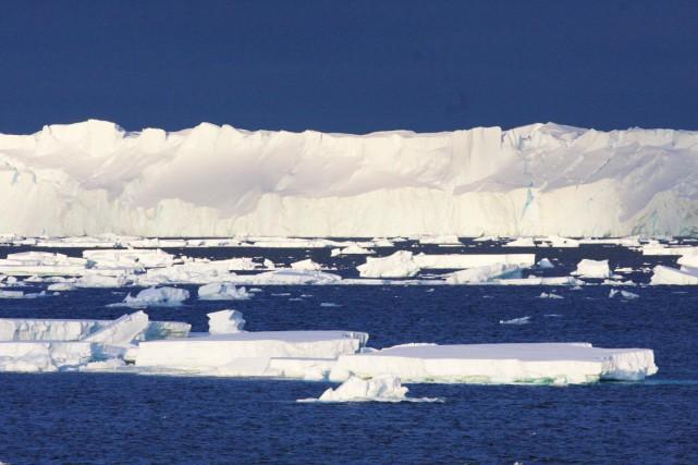 Le glacier Totten, qui fait 120 kilomètres de... (PHOTO ESMEE VAN WIJK AFP/CSIRO)