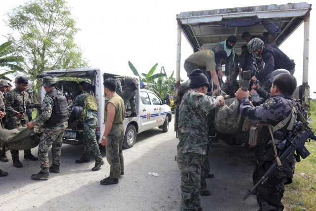 Quarante-trois policiers ont été tués, a dit le... (PHOTO AP)