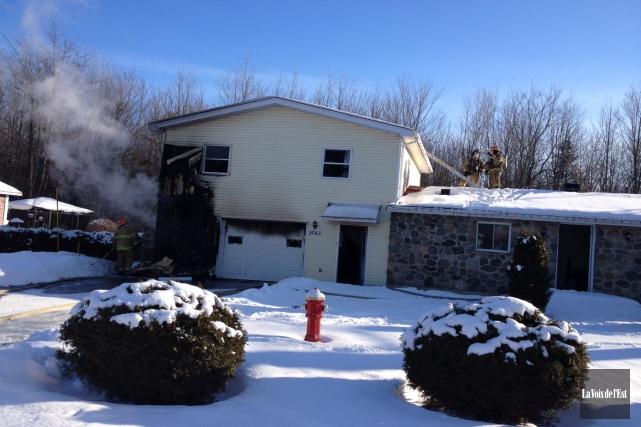 Les pompiers de Granby ont combattu un incendie... (photo Janick Marois, La Voix de l'Est)