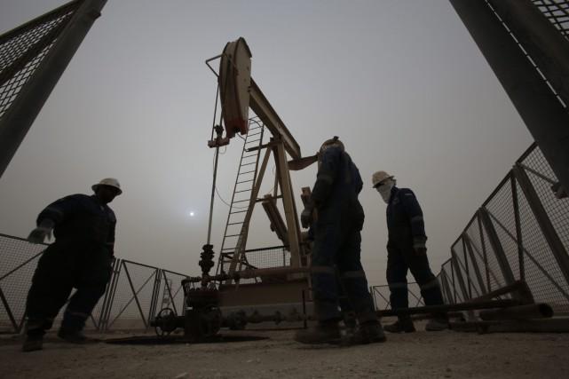 Les prix du pétrole ont poursuivi leur repli lundi à New York vers un nouveau... (PHOTO HASAN JAMILI, AP)