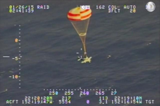 Une vidéo prise depuis un avion de secours... (Photo AFP)