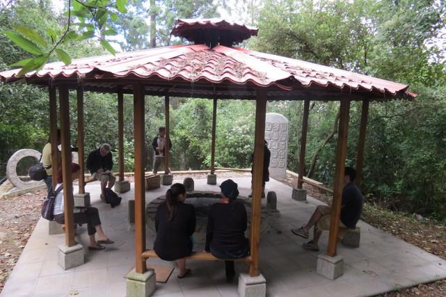 Autel où j'ai vécu ma première cérémonie maya.... (COLLABORATION SPÉCIALE PATRICIA CLOUTIER)