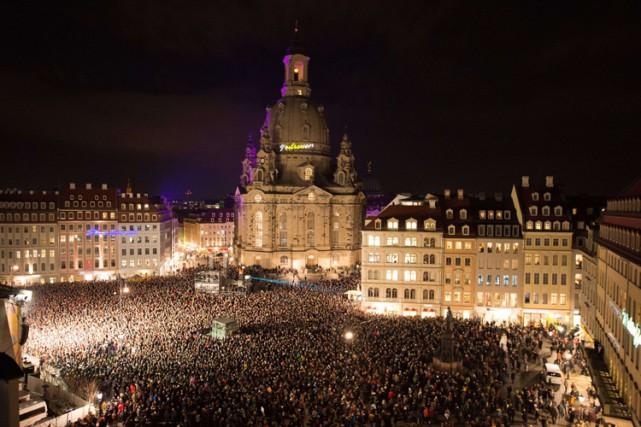 À Dresde, plusieurs dizaines de milliers de personnes... (Photo: AFP)