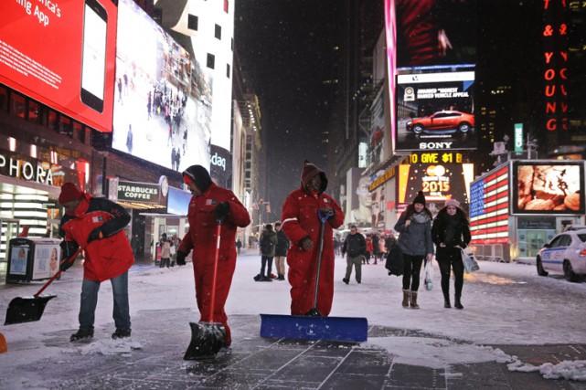 L'avertissement de blizzard était officiellement en vigueur depuis près d'une... (PHOTO ASSOCIATED PRESS)