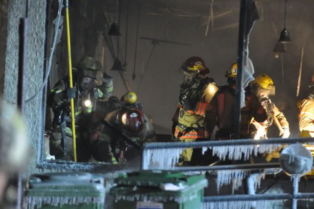 Un incendie a causé de lourds dommages à une pizzéria de l'est de Montréal, en... (PHOTO SYLVAIN RYAN, COLLABORATION SPÉCIALE)