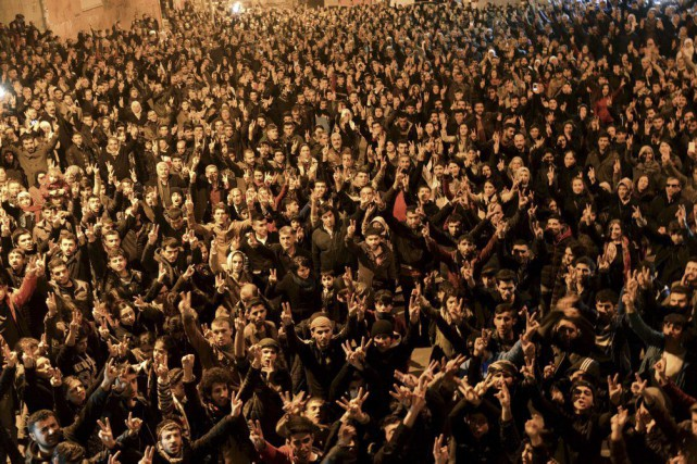 Des Kurdes ont célébré la reprise de Kobané... (PHOTO ILYAS AKENGIN, AGENCE FRANCE-PRESSE)