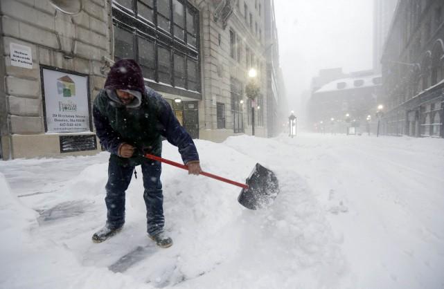 Des employés d'Hydro-Québec basés en Estrie ont pris le chemin des Etats-Unis... (Photo AP)