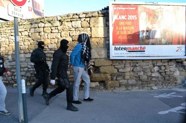 Cinq personnes ont été arrêtées mardi lors d'une opération anti-djihadiste... (PHOTO MIDI LIBRE, AP)