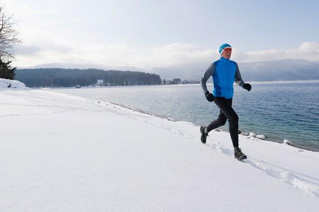 De plus en plus d'adeptes de course à piedbravent le froid et la neige pour... (Photo Masterfile)