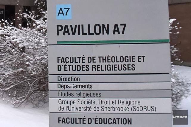 La mobilisation de la communauté universitaire contre la restructuration de... (Archives La Tribune, Maxime Piocard)