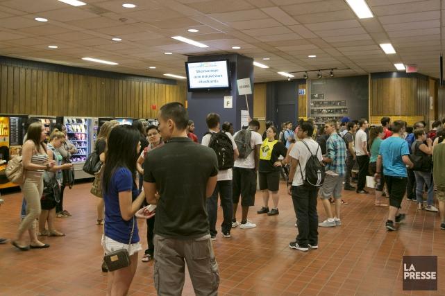 Des étudiants faisant leur entrée au cégep.... (PHOTO HUGO-SÉBASTIEN AUBERT, archives LA PRESSE)