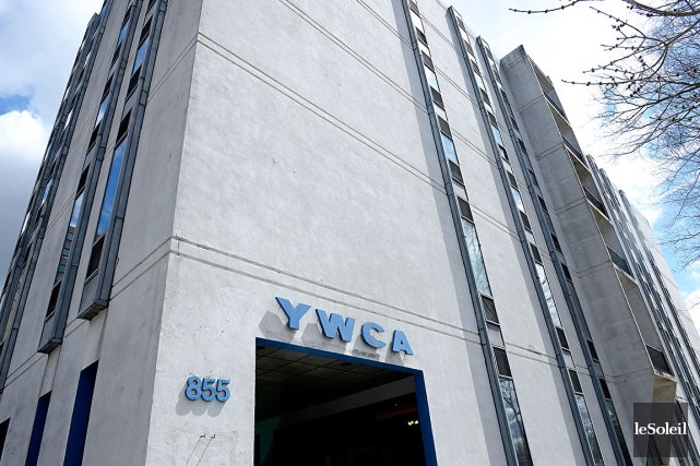 Agrandissement du ywca silence gouvernemental baptiste for Piscine ywca quebec