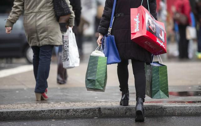 «Le magasinage permet de calmer les émotions désagréables.... (PHOTO ARCHIVES REUTERS)