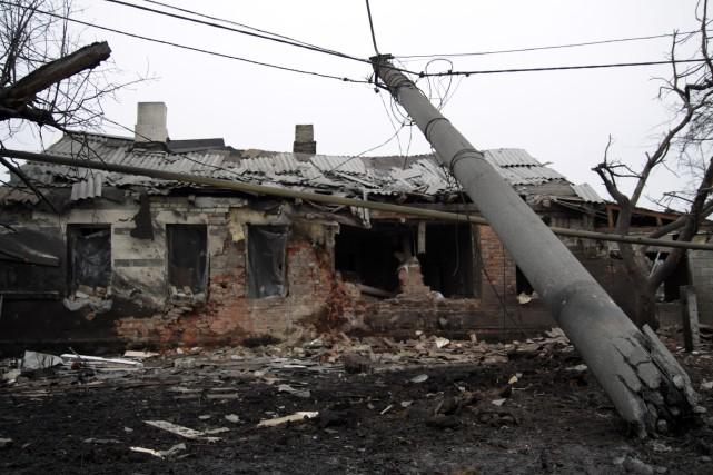 Une résidence détruite àDonetsk, dans l'est de l'Ukraine.... (PHOTO ALEKSANDER GAYUK, AFP)