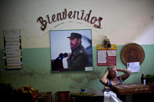 La dernière personne officiellement reçue par Fidel Castro... (PHOTO RAMON ESPINOSA, AP)