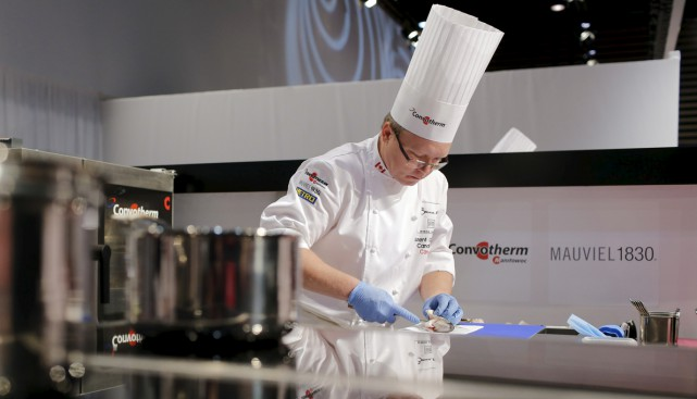 Le chef-propriétaire de l'Attelier Archibald en pleine action.... (Photo Associated Press)