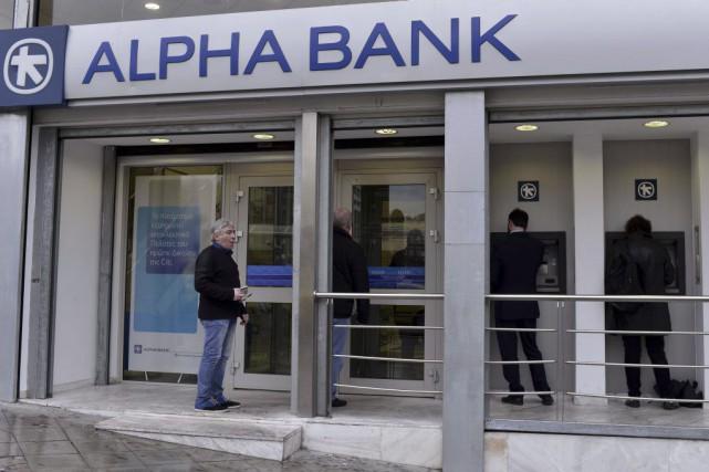 La Bourse d'Athènes, après une chute de 9%... (PHOTO LOUISA GOULIAMAKI, AFP)
