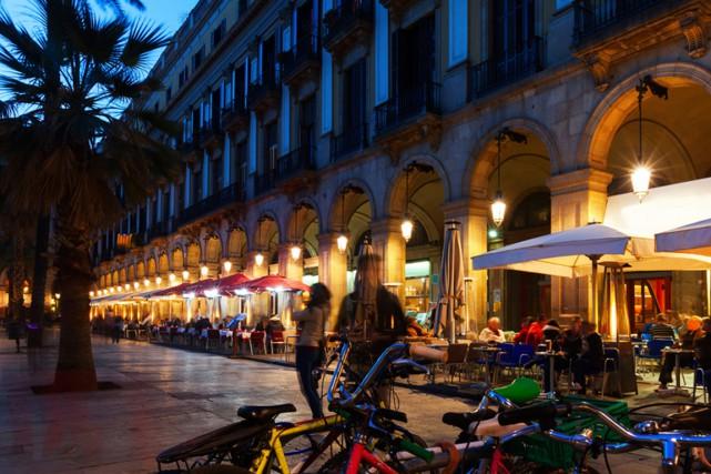 Avec ses petits cafés, la Plaça Reial est... (PHOTO THINKSTOCK)