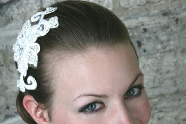 Tout simple, le modèle Anna Alexandra présente une...