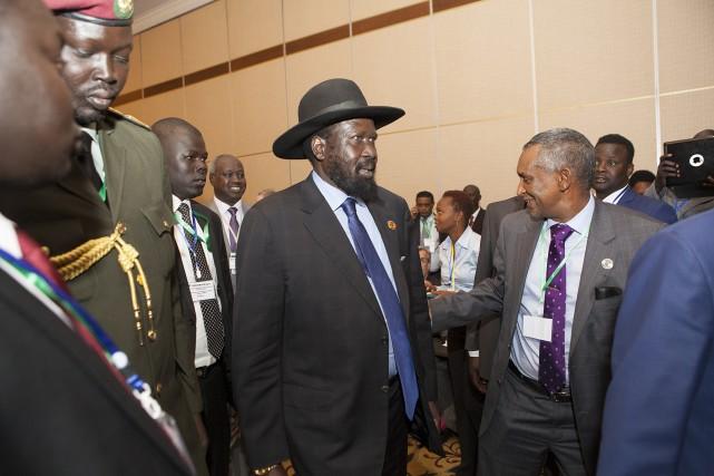 Le président sud-soudanais Salva Kiir arrive à Addis... (PHOTO ZACHARIAS ABUBEKER, AFP)