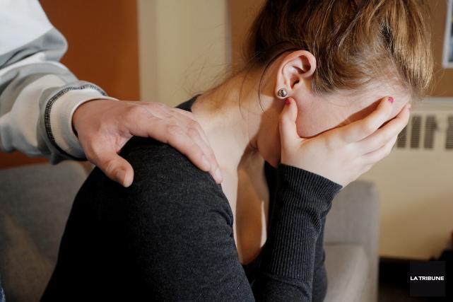 Les intervenants en prévention du suicide sont inquiets devant de possibles... (Archives La Tribune, Frédéric Côté)